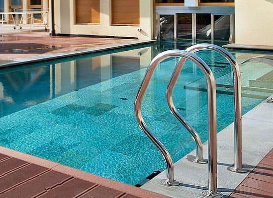 Картинки по запросу лестницы и поручни для бассейнов